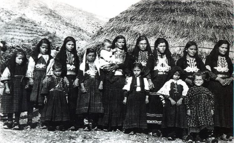 sarakatsani_women_mitsikeli_1922